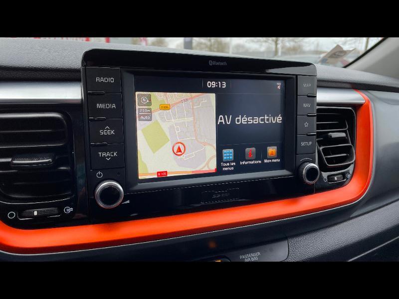 Kia Stonic 1.0 T-GDI 120ch ISG Launch Edition Gris occasion à Vert-Saint-Denis - photo n°4