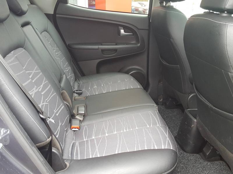 Kia Venga 1.6 CRDi 115ch Premium ISG Gris occasion à Quimper - photo n°5