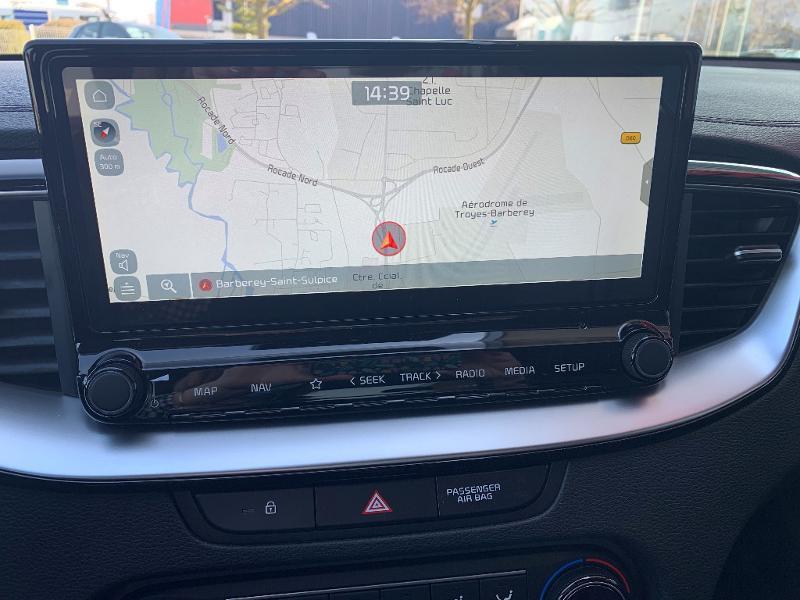 Kia XCeed 1.6 CRDI 136ch MHEV Design DCT7 2021 Blanc occasion à Barberey-Saint-Sulpice - photo n°10