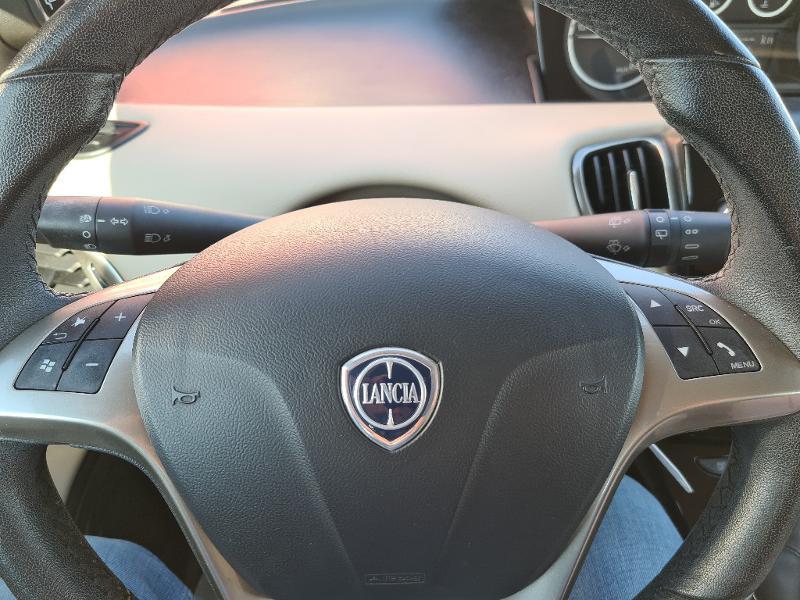 Lancia Ypsilon 1.2 8v Gold Stop&Start 5p Noir occasion à Barberey-Saint-Sulpice - photo n°12