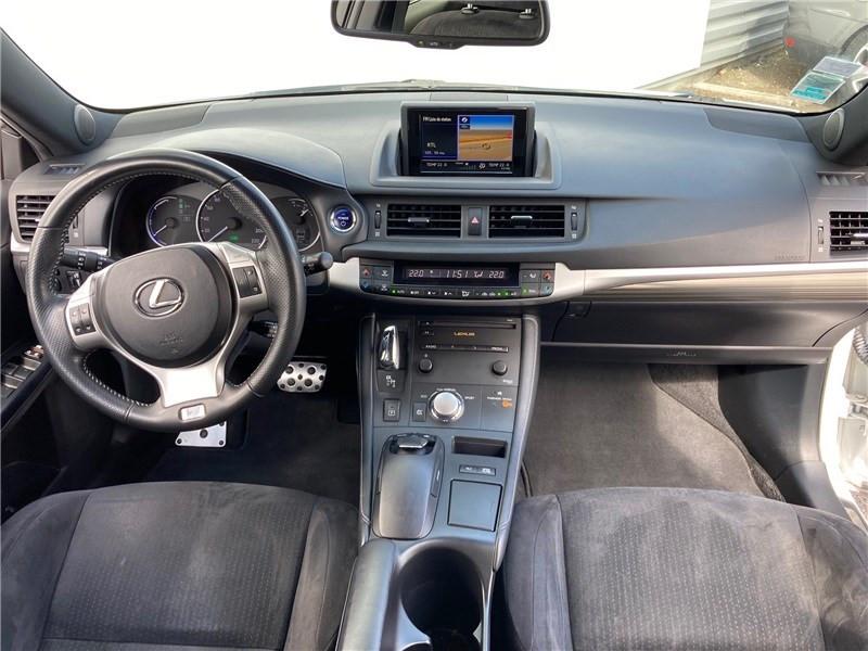 Lexus CT 200H 136 F Sport Blanc occasion à MERIGNAC - photo n°11
