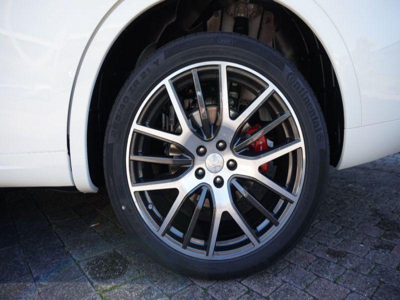 Maserati Quattroporte 3.0 D V6 275 ch Blanc occasion à BEAUPUY - photo n°8