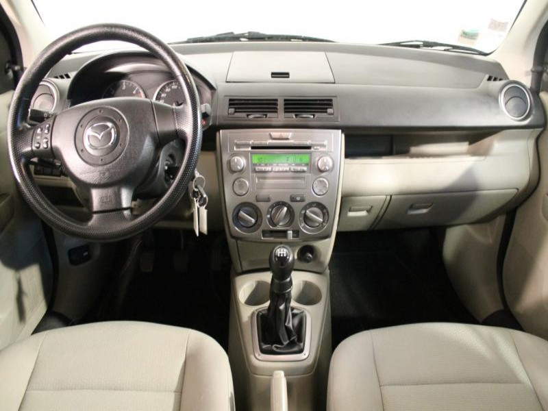 Mazda Mazda 2 1.4 CIDT 70 Vert occasion à Brest - photo n°4