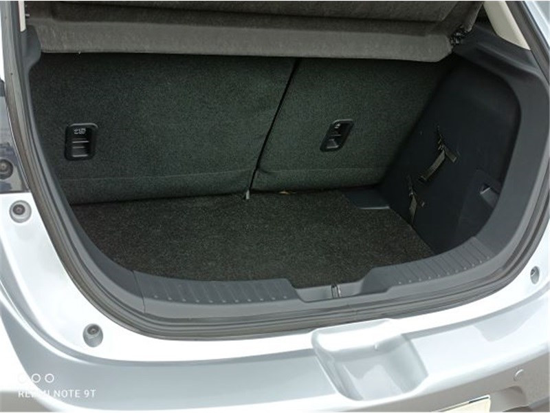Mazda Mazda 2 1.5L SKYACTIV-G 90CH Dynamique Argent occasion à PERPIGNAN - photo n°10