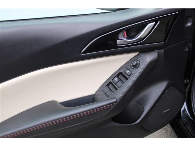 Mazda Mazda 3 1.5L SKYACTIV-D 105CH Selection Noir occasion à Muret - photo n°12