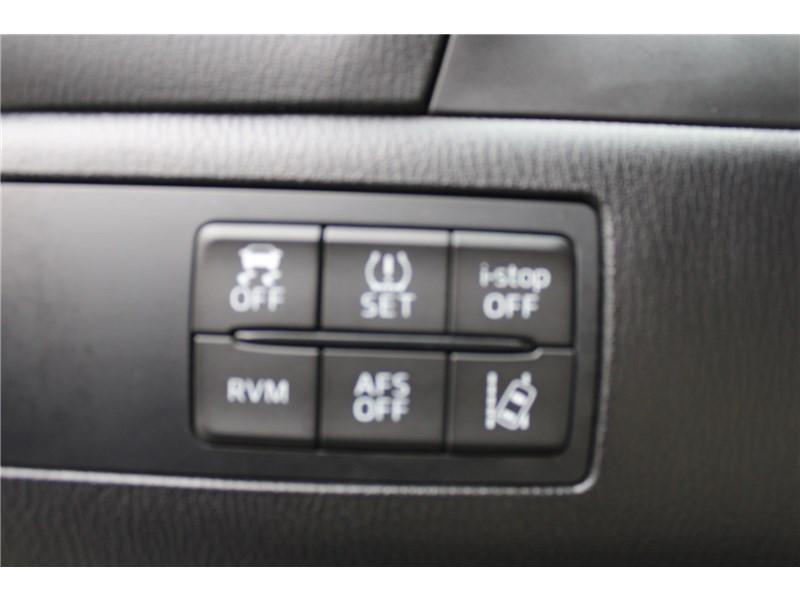 Mazda Mazda 3 1.5L SKYACTIV-D 105CH Selection Noir occasion à Muret - photo n°16