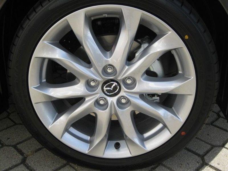 Mazda Mazda 3 2.0 SkyActiv-G 165 Gris occasion à Beaupuy - photo n°9