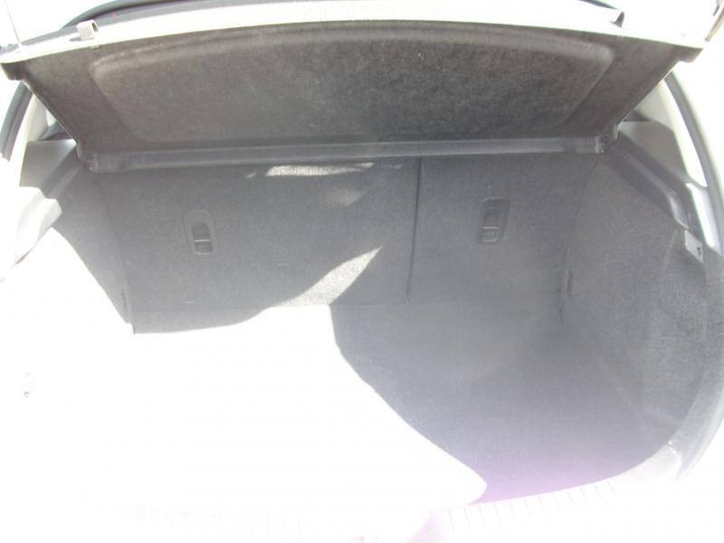 Mazda Mazda 3 CONFORT DIESEL 115 Blanc occasion à Brest - photo n°5
