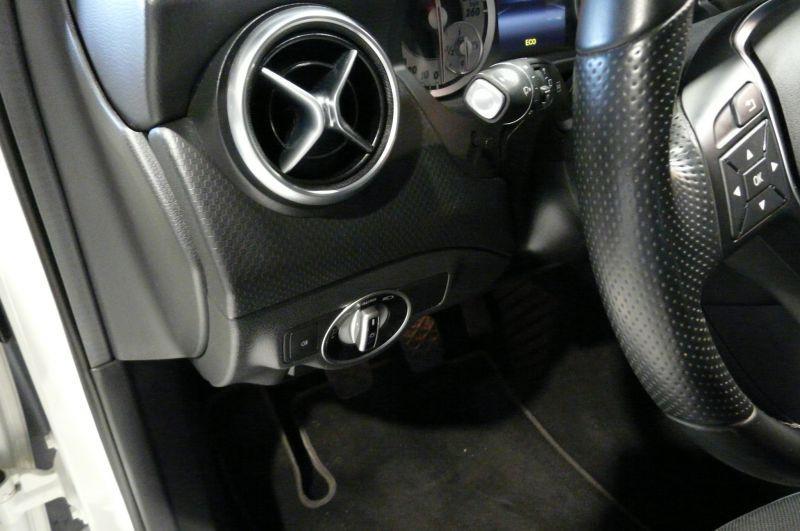 Mercedes Classe A 180 180 CDI Blanc occasion à Beaupuy - photo n°6