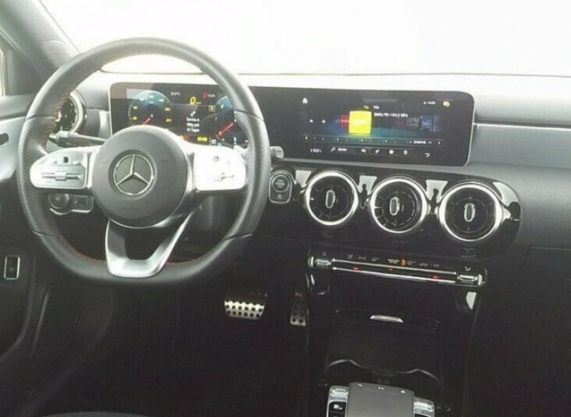 Mercedes Classe A 180 180 D 116CH AMG LINE 7G-DCT Noir occasion à Villenave-d'Ornon - photo n°4