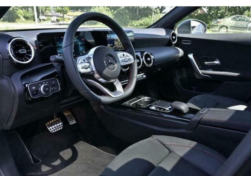 Mercedes Classe A 180 180 D 116CH AMG LINE 7G-DCT Gris occasion à Villenave-d'Ornon - photo n°4