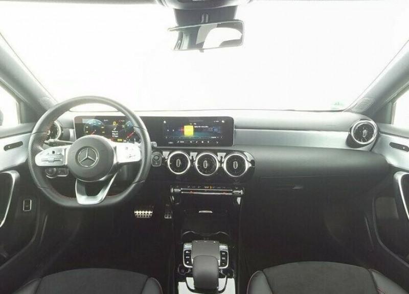 Mercedes Classe A 180 180 D 116CH AMG LINE 7G-DCT Noir occasion à Villenave-d'Ornon - photo n°3