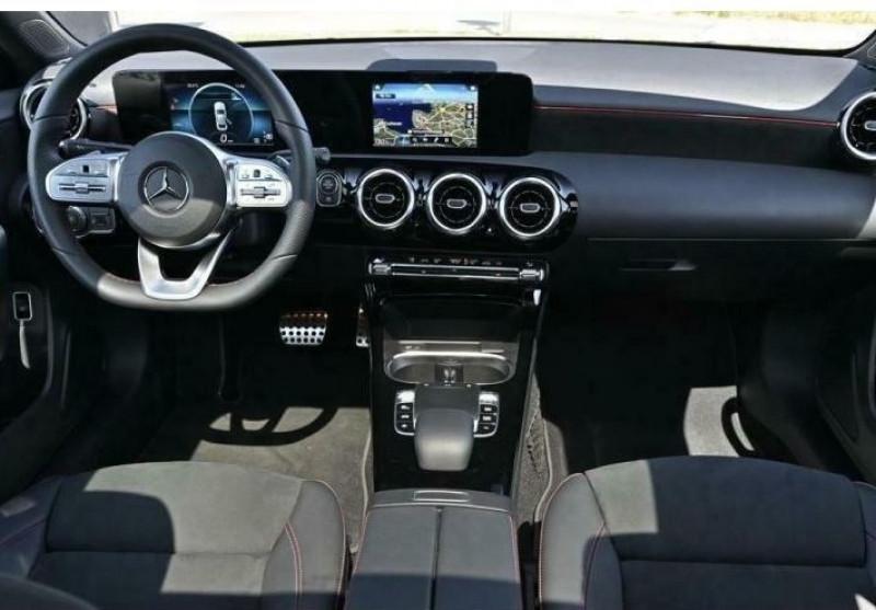 Mercedes Classe A 180 180 D 116CH AMG LINE 7G-DCT Gris occasion à Villenave-d'Ornon - photo n°8