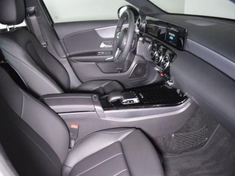 Mercedes Classe A 180 180 D Nouveau Modèle Noir occasion à Beaupuy - photo n°4