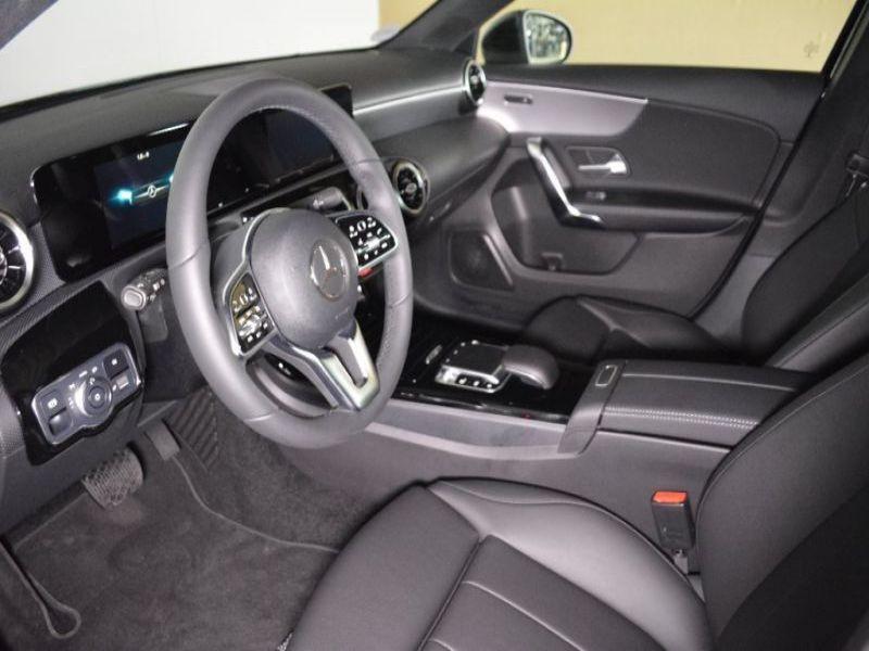 Mercedes Classe A 180 180 D Nouveau Modèle Noir occasion à Beaupuy - photo n°6