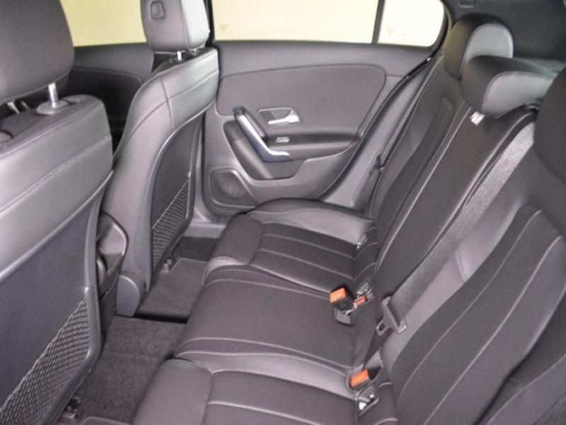 Mercedes Classe A 180 180 D Nouveau Modèle Noir occasion à Beaupuy - photo n°5