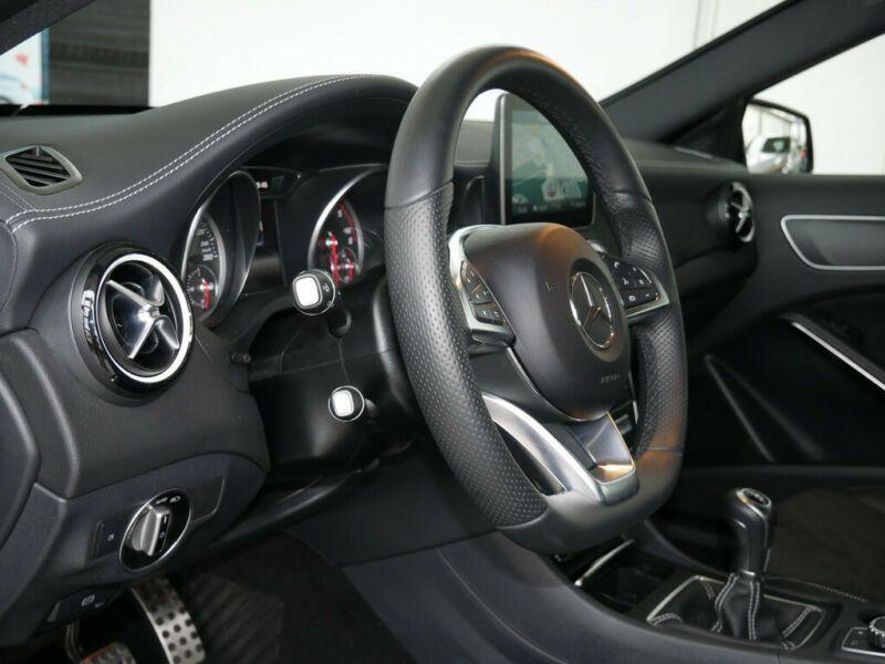 Mercedes Classe A 200 200 D AMG Noir occasion à Beaupuy - photo n°4