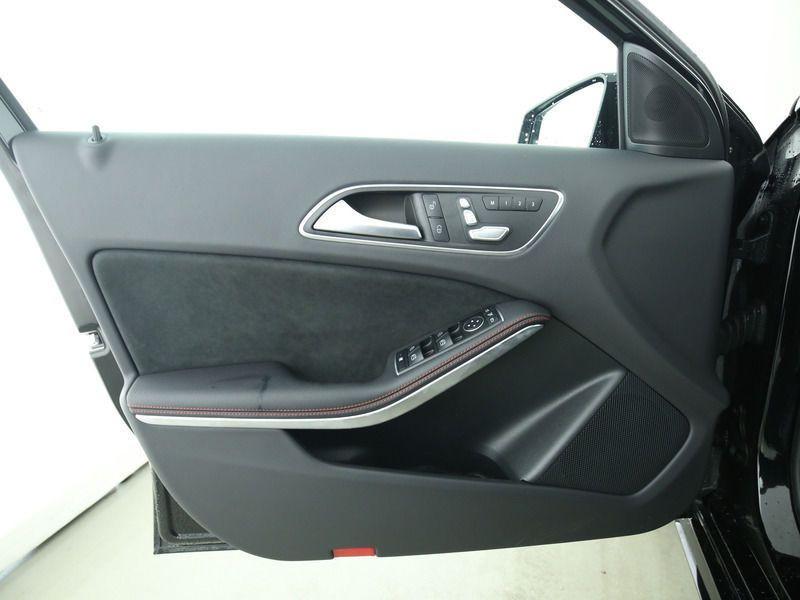 Mercedes Classe A 200 200 D AMG Noir occasion à Beaupuy - photo n°8