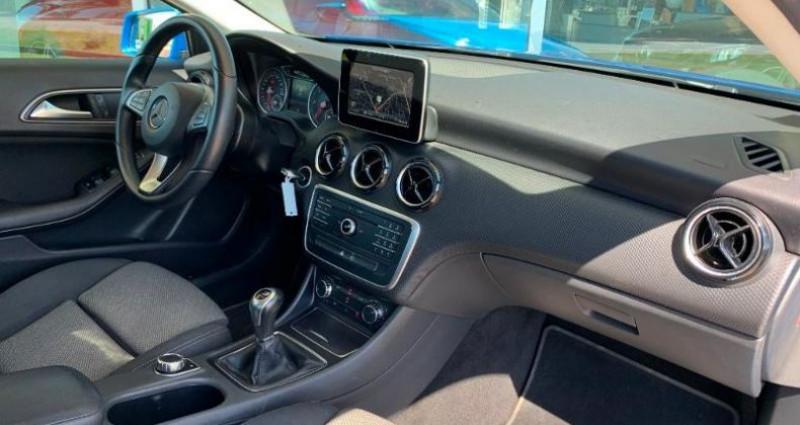 Mercedes Classe A 200 200 d Business Bleu occasion à Le Chateau D`olonne - photo n°4