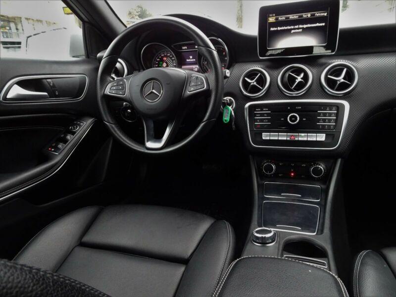 Mercedes Classe A 200 200 Argent occasion à Beaupuy - photo n°2