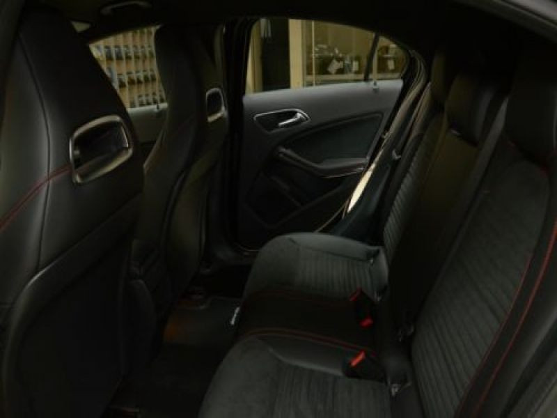Mercedes Classe A 220 220 4Matic AMG Noir occasion à Beaupuy - photo n°4