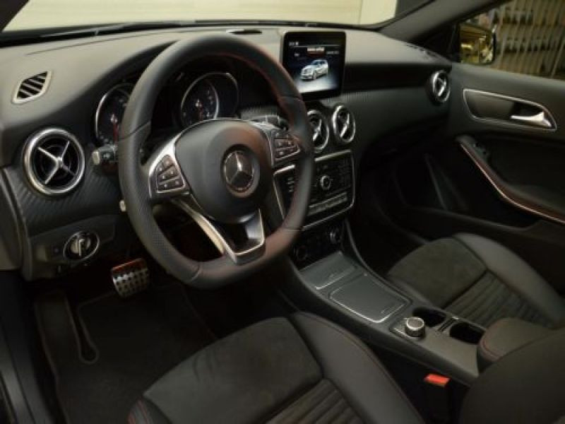 Mercedes Classe A 220 220 4Matic AMG Noir occasion à Beaupuy - photo n°7