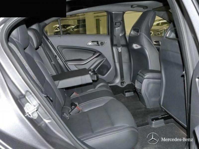 Mercedes Classe A 220 220 D 4 Matic AMG Gris occasion à Beaupuy - photo n°5