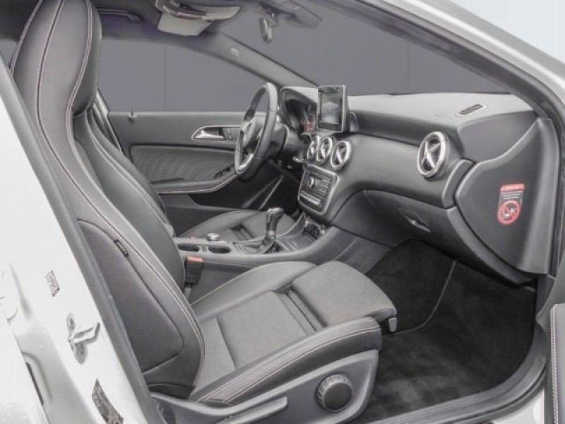 Mercedes Classe A 160 Blanc occasion à Beaupuy - photo n°4