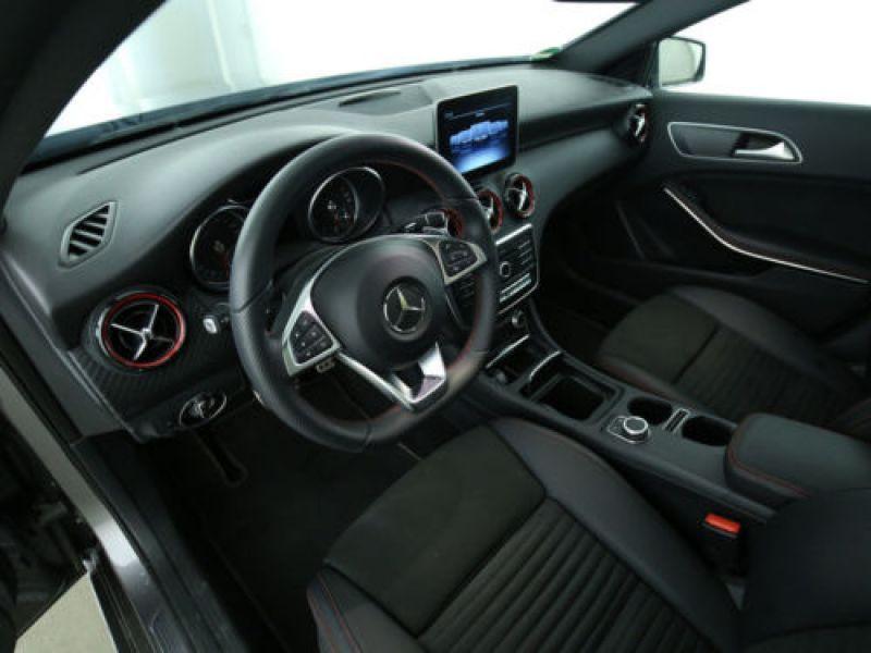 Mercedes Classe A 250 4Matic AMG Gris occasion à Beaupuy - photo n°6