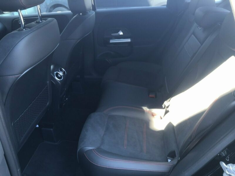 Mercedes Classe B 200 (W247) 200D 150CH AMG LINE EDITION 8G-DCT 7CV Noir occasion à Villenave-d'Ornon - photo n°3