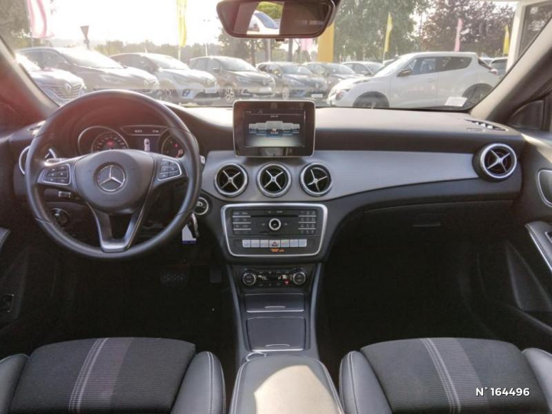 Mercedes Classe CLA Shooting brake 200 d Sensation 7G-DCT Noir occasion à Deauville - photo n°10