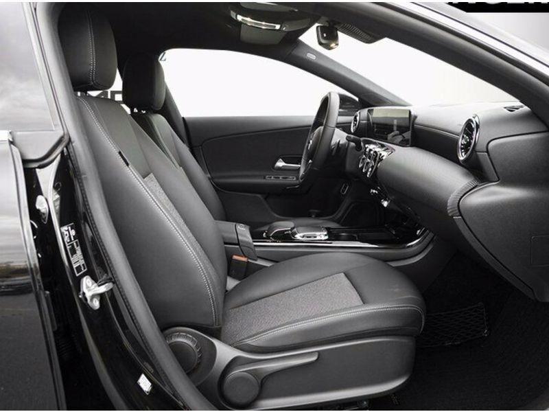 Mercedes Classe CLA (C117) 180 Noir occasion à Villenave-d'Ornon - photo n°3