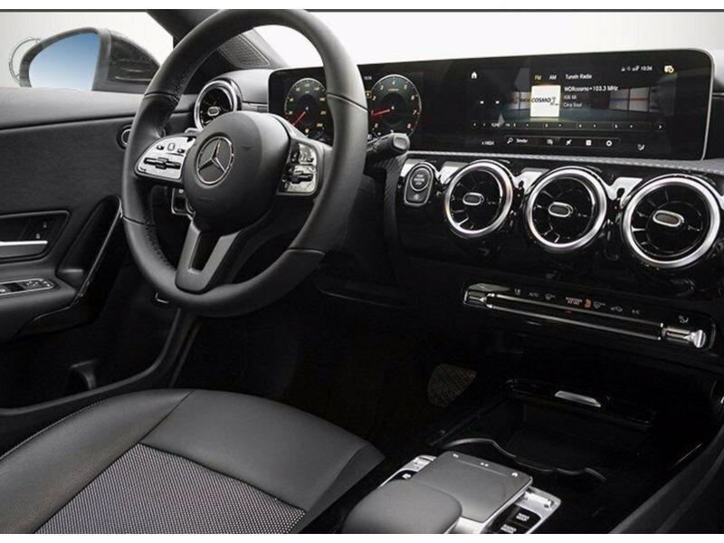 Mercedes Classe CLA (C117) 180 Noir occasion à Villenave-d'Ornon - photo n°4