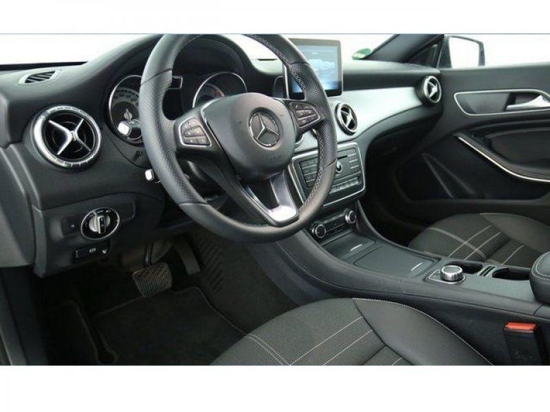 Mercedes Classe CLA 220 D Shooting Brake Noir occasion à Beaupuy - photo n°3