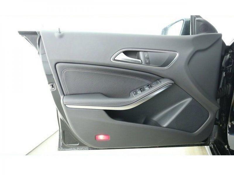 Mercedes Classe CLA 220 D Shooting Brake Noir occasion à Beaupuy - photo n°5