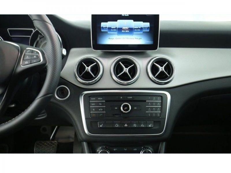 Mercedes Classe CLA 220 D Shooting Brake Noir occasion à Beaupuy - photo n°4
