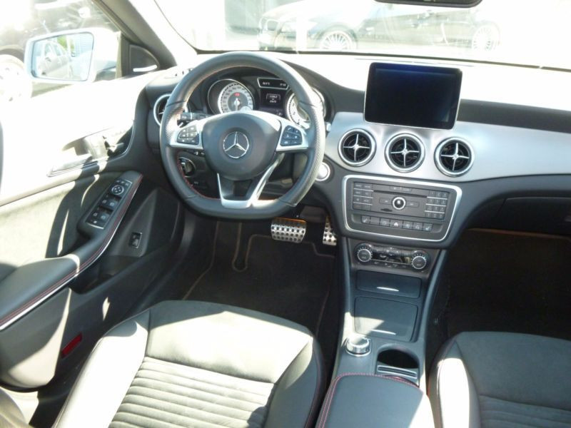 Mercedes Classe CLA 250 Shooting Brake AMG Argent occasion à Beaupuy - photo n°4