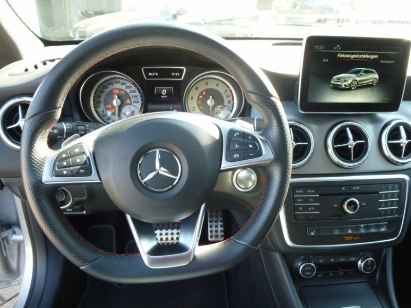 Mercedes Classe CLA 250 Shooting Brake AMG Argent occasion à Beaupuy - photo n°8