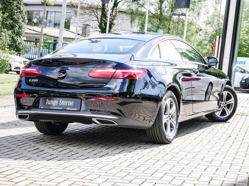 Mercedes Classe E 200 200 Coupé Noir occasion à Beaupuy - photo n°3