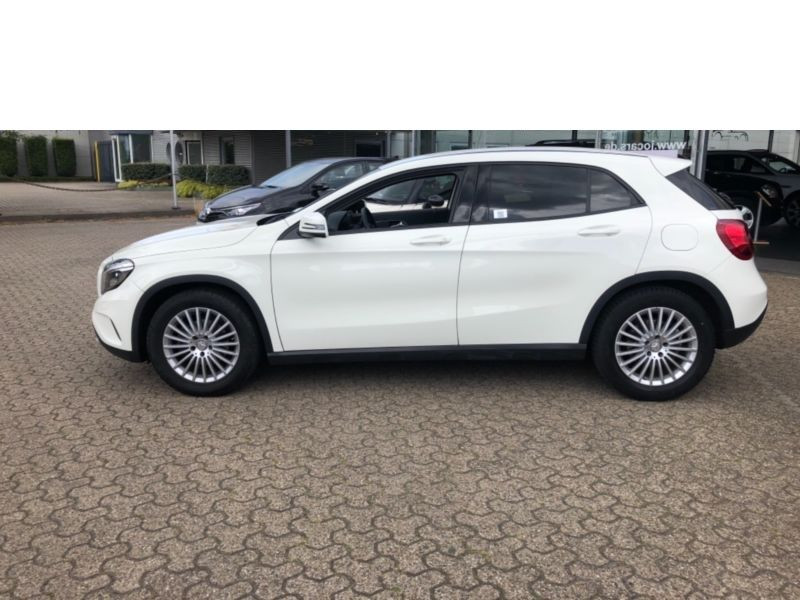 Mercedes GLA 180 CDI Blanc occasion à Beaupuy - photo n°8