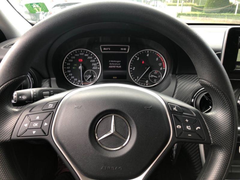 Mercedes GLA 180 CDI Blanc occasion à Beaupuy - photo n°2