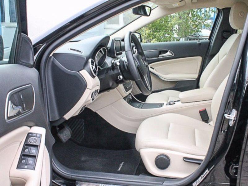 Mercedes GLA 180 Noir occasion à Beaupuy - photo n°4