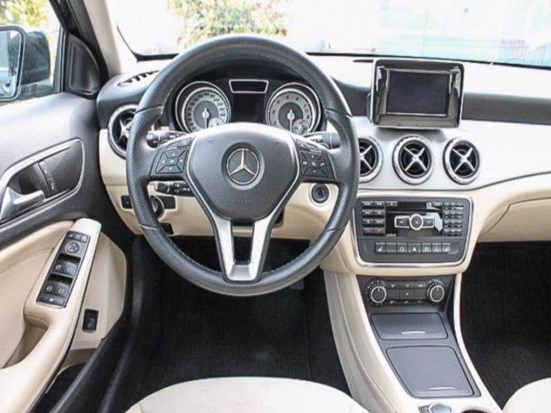 Mercedes GLA 180 Noir occasion à Beaupuy - photo n°2