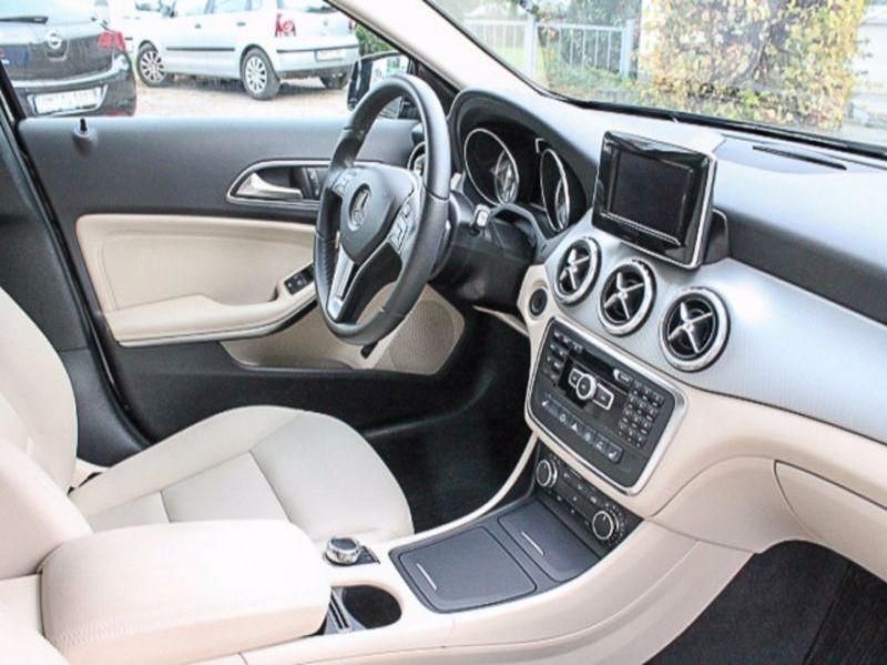 Mercedes GLA 180 Noir occasion à Beaupuy - photo n°9