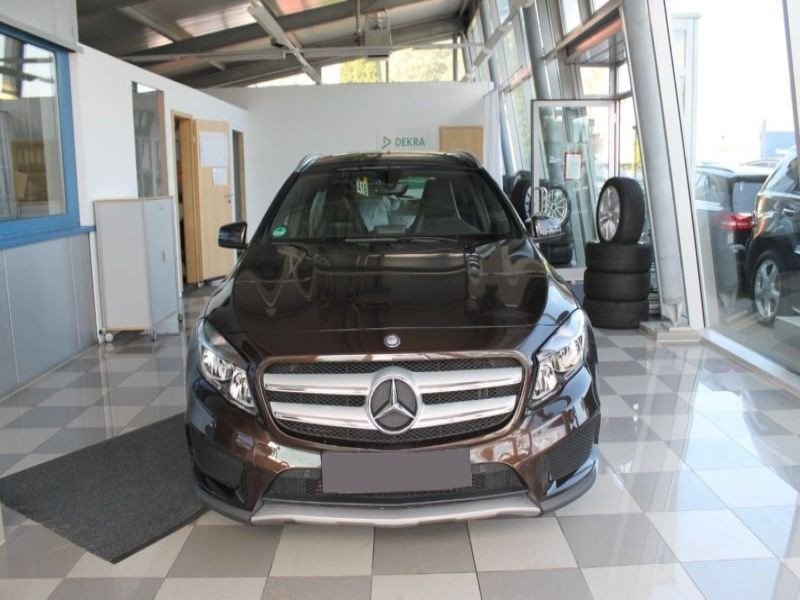 Mercedes GLA 200 CDI AMG Marron occasion à Beaupuy - photo n°6