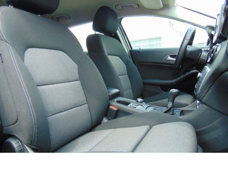 Mercedes GLA 200 CDI Noir occasion à Beaupuy - photo n°5