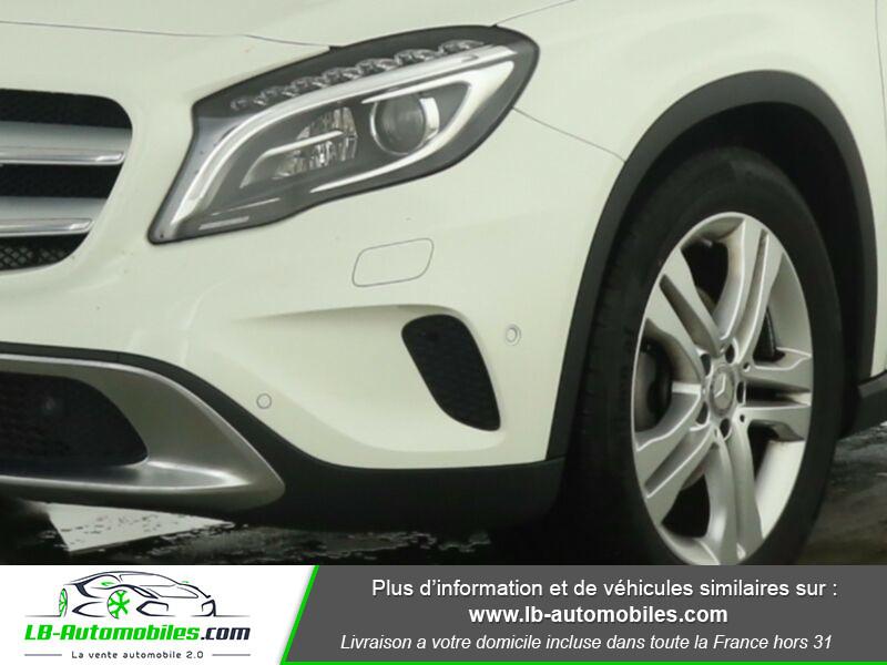 Mercedes GLA 200 d 4MATIC Blanc occasion à Beaupuy - photo n°8