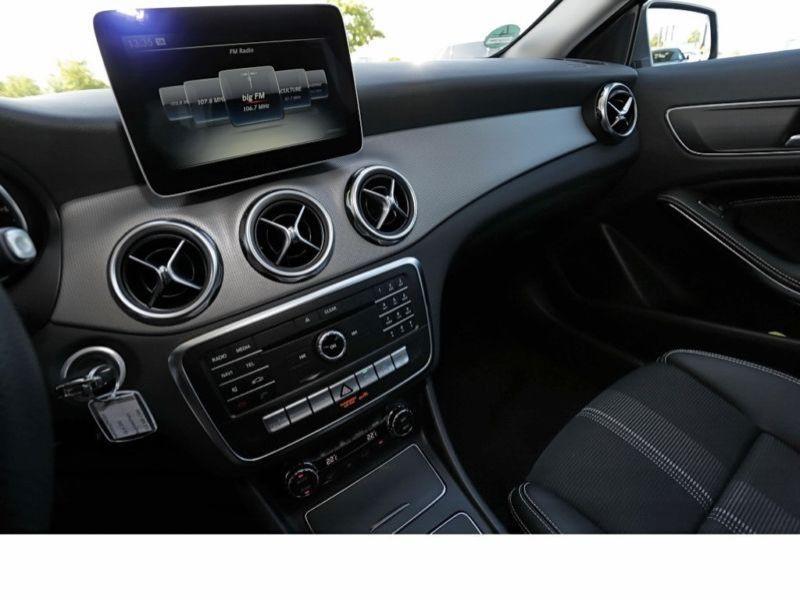 Mercedes GLA 200 Gris occasion à Beaupuy - photo n°7