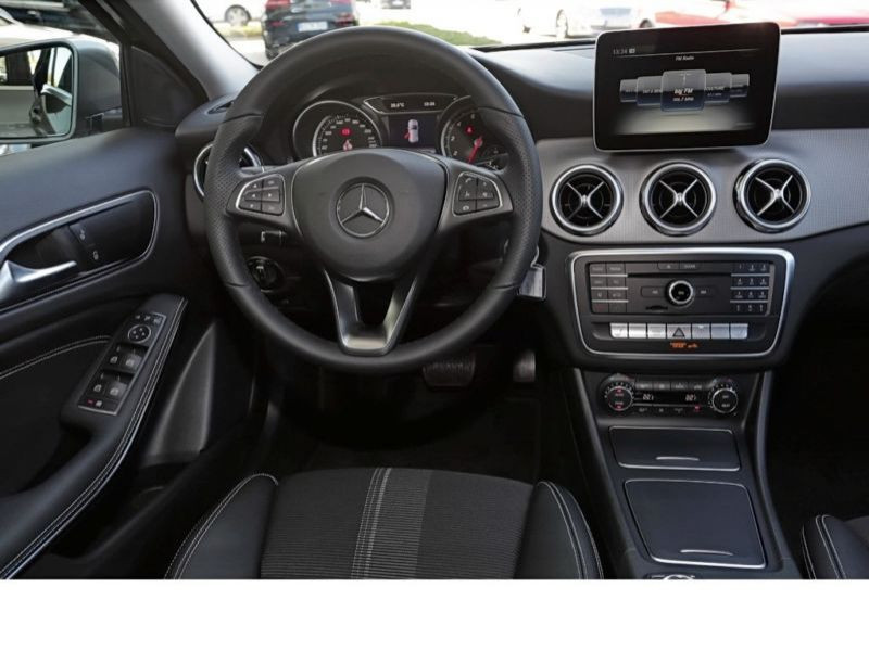 Mercedes GLA 200 Gris occasion à Beaupuy - photo n°2
