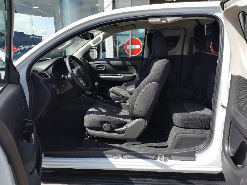 Mitsubishi L200 2.2 DI-D 150ch Club Cab Intense Blanc occasion à Barberey-Saint-Sulpice - photo n°6